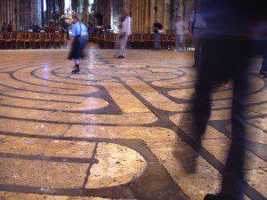 A Chartres-i katedrális labirintus-padlózata