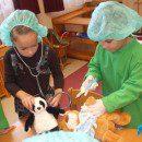 3. Gyógyító, doktoros játékok – előkerül a doktortáska